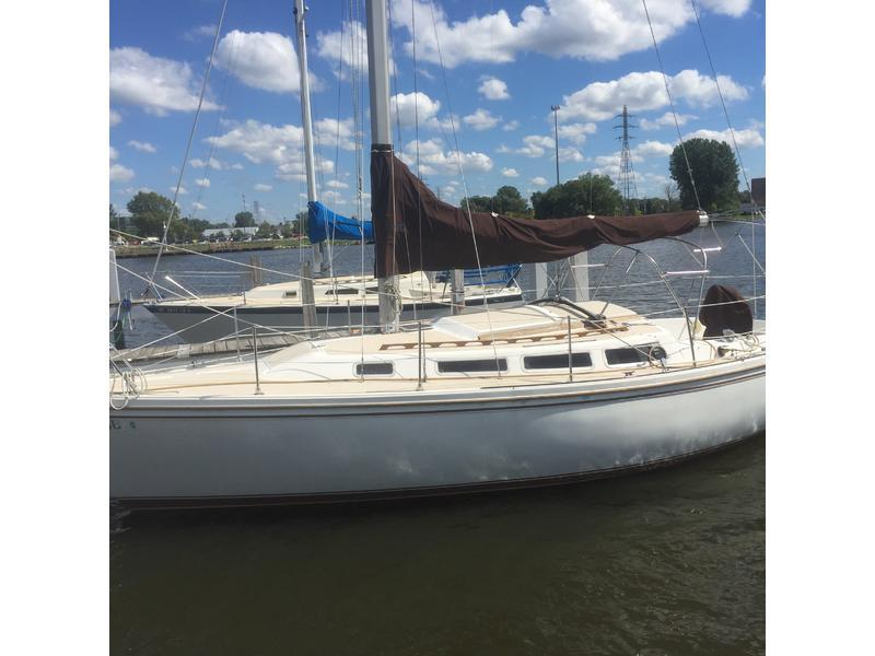 Catalina 30 - 1983 sailing yacht for sale - Sale info